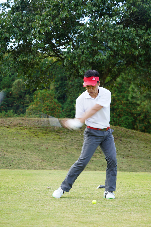 岳陽ゴルフ大会36回生フォームエレ君横-4
